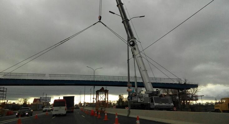 монтаж пешеходного моста